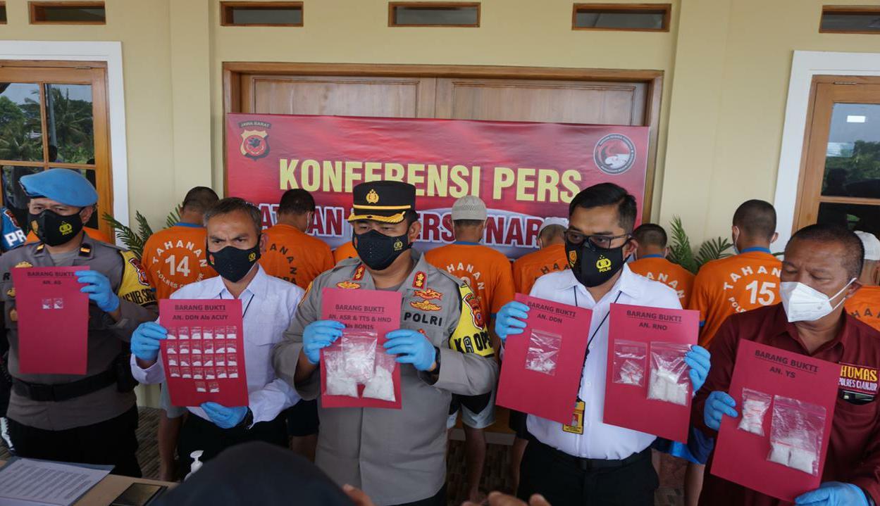 Polisi Tangkap 10 Orang Pengedar Narkoba Jenis Sabu Di Cianjur
