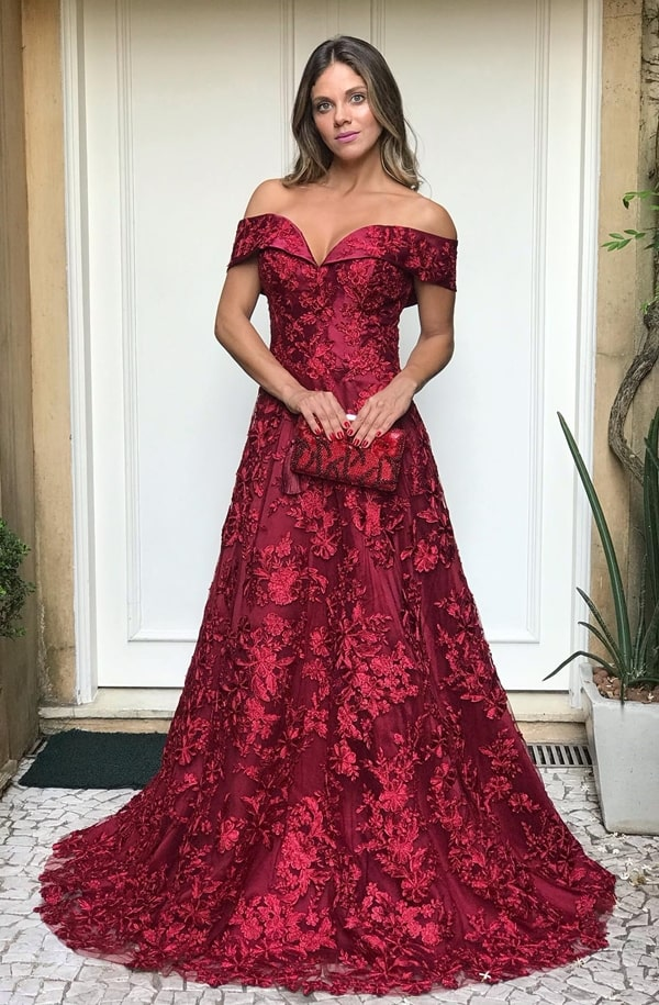 vestido marsala para madrinha de casamento no campo