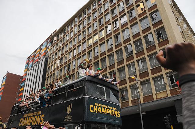 Springboks captain, Siya Kolisi, brandishes the Webb Ellis Cup, De Korte Street, Johannesburg