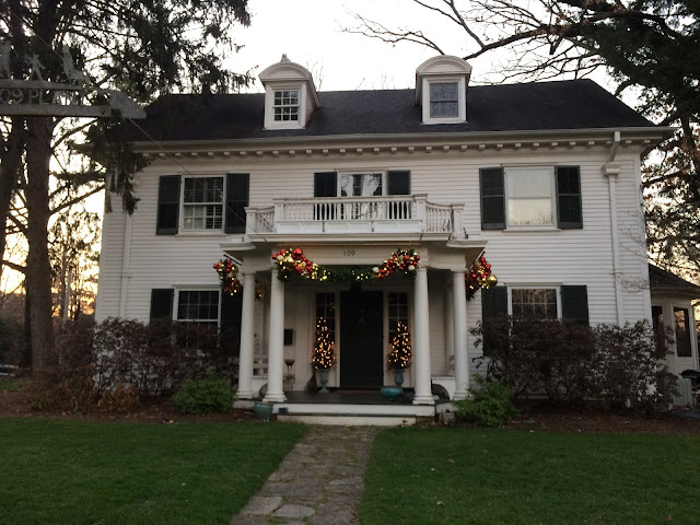 109 Plant Ave Webster Groves MO with Christmas decorations
