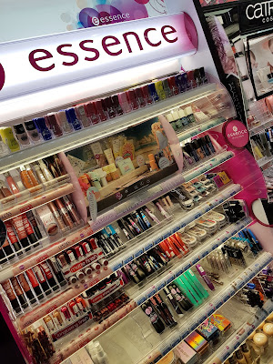 Essence Cosmetics display in Panama - www.modenmakeup.com