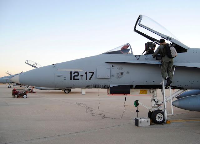 Ocho aviones F-18 y un Boeing 707 despegan rumbo al Red Flag (EE.UU)
