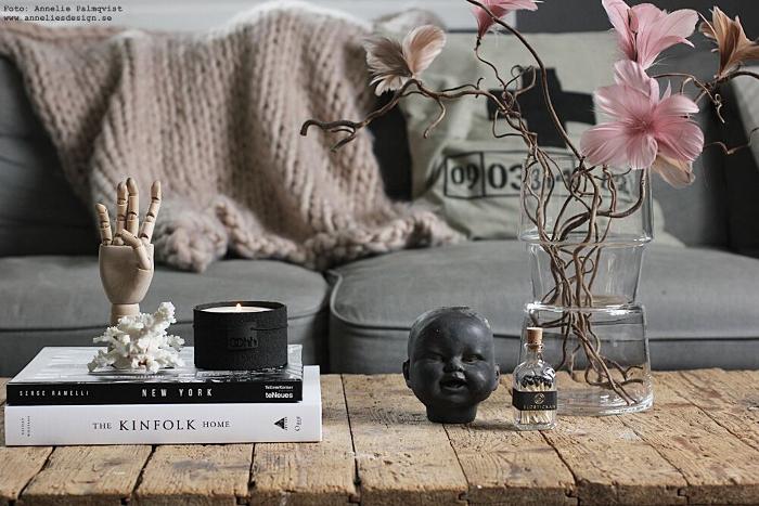 annelies design, webbutik, webbutiker, Oohh, värmeljus, ljusstake, ljsustakar, vardagsrum, inredning, hand, trärent, ansikte, rosa, gammelrosa, svart och vitt, nätbutik, coffee table books, böcker, bokrea