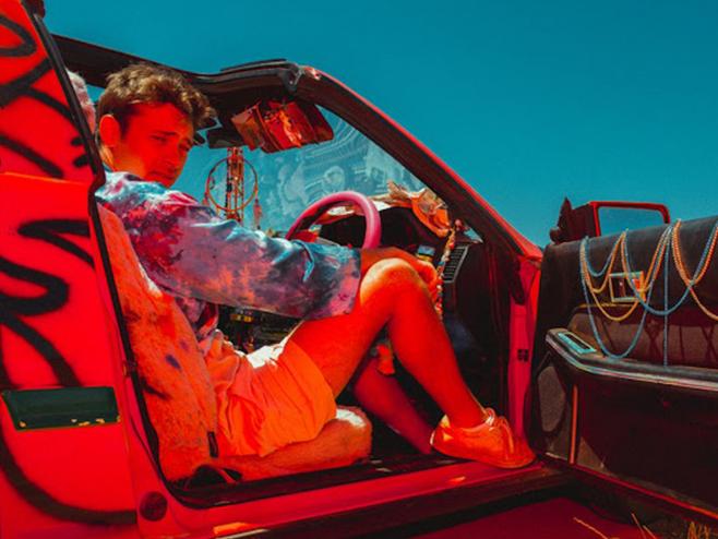 Flume dá indícios do novo álbum com o single 'Friends' em parceria com Reo Cragun