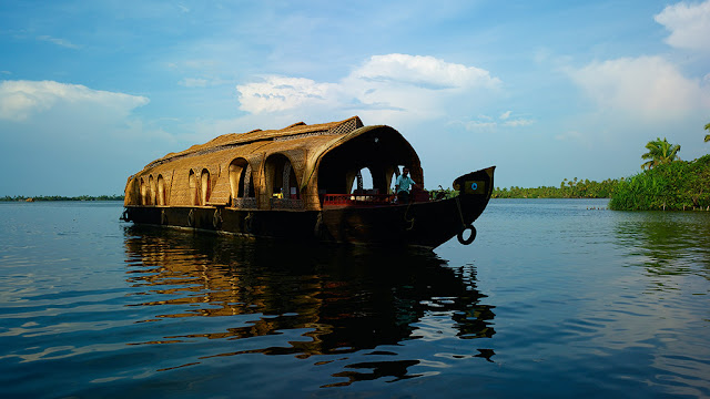 Kumarakom - barge cruise in the backwaters
