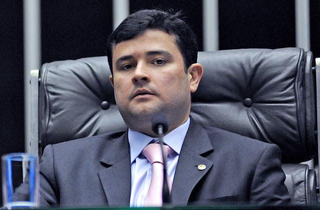 Após denúncia de Eduardo da Fonte, Justiça proíbe Celpe de cortar energia em Fernando de Noronha