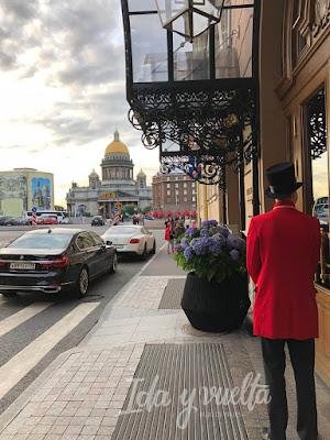 Lotte Hotel San Petersburgo entrada