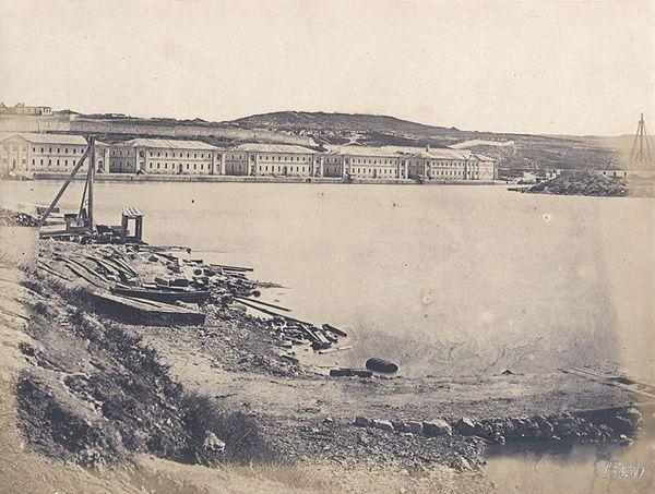 Вид на Корабельную сторону Севастополя с Павловского мыса. 1855 г.
