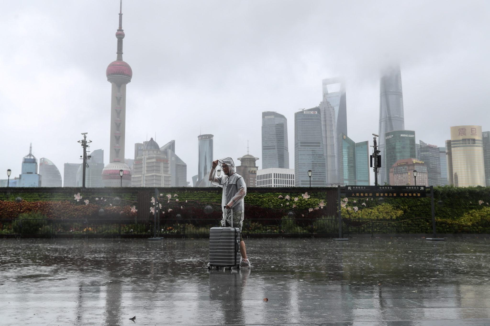 Penerbangan Dibatalkan, China Dilanda Cuaca Ekstrem