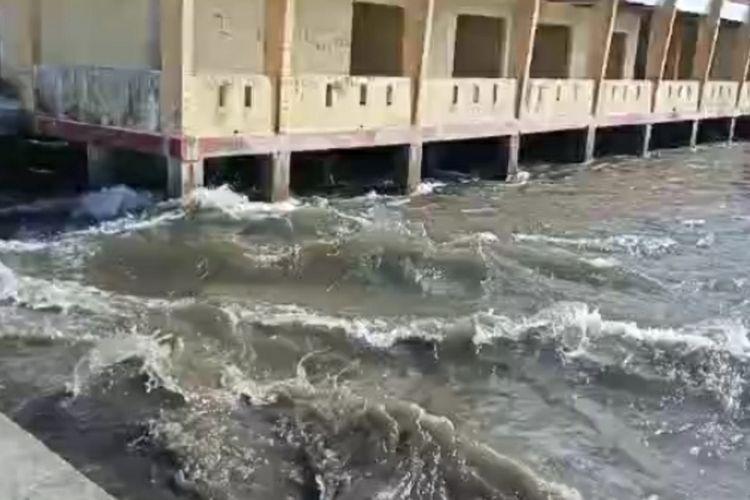 tsunami maluku tengah