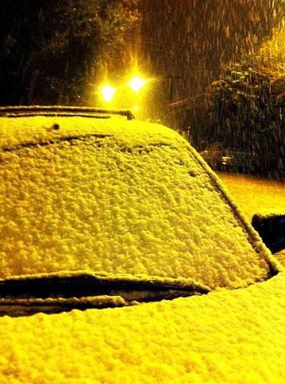 Neve sobre Carro em Caxias do Sul