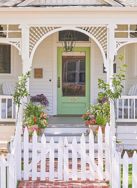 Curb Appeal with Dress Up the Front Door