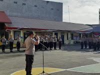 Jam Pimpinan, Kapolres Sorong Ajak Anggota Teriakkan Yel Yel Yel Polres Sorong Menuju WBK