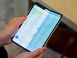 mengatasi-layar-blank-smartphone-lipat.jpg