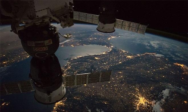 Trạm Vũ trụ Quốc tế (ISS) là dự án hợp tác giữa 5 cơ quan không gian: NASA, Cơ quan Vũ trụ Liên bang Nga, Cơ quan Thám hiểm Hàng không Vũ trụ Nhật Bản (JAXA), ESA và Cơ quan Không gian Canada (CSA)