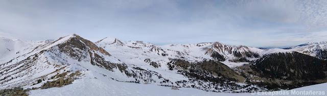 Panoramica desde el Gra de Fajol Petit a la Olla Ulldeter invernal en Vallter