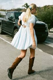 cowboy-boots-with-dress