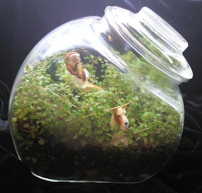 Tiny World Treasures Granny And Dog Terrarium