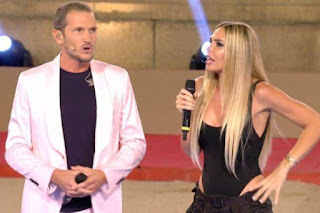Ilary Blasi a Eurogames e la somiglianza che impazza sui social: «Sembra Donatella Versace»