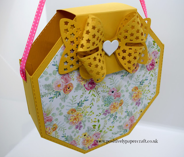 Hexagon Handbag tutorial, positiveypapercraft