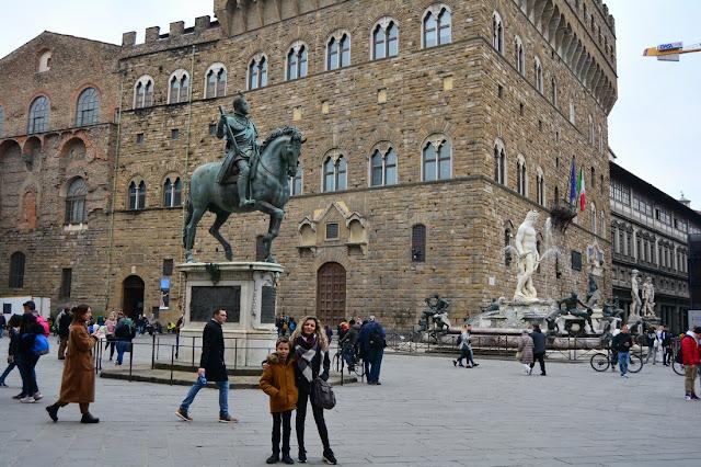 Statue équestre de Cosimo Ier, par Giambologna (1594).