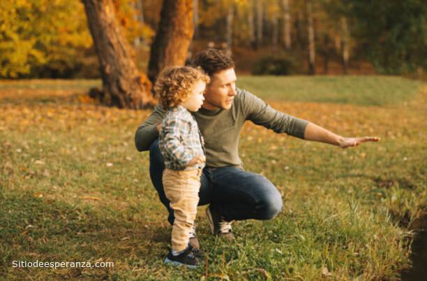 Padre con su hijo en el campo
