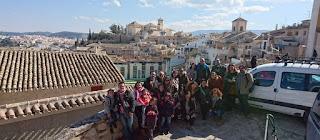 Los asistentes al blogtrip en la Plaza del Castillo.