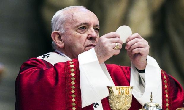 """El papa pide cancelar deuda externa de países más frágiles en defensa de una """"casa común"""""""