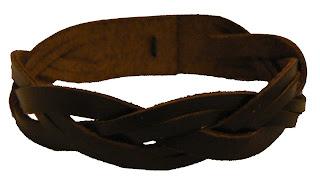 Bracelet en cuir avec tresse dissymétrique sur 2 brins