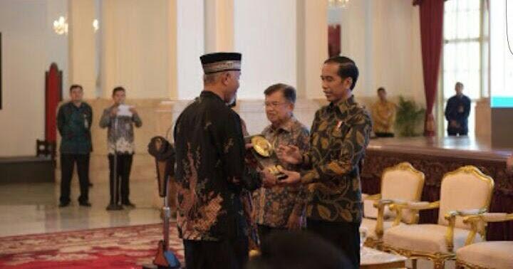 Sehari, Kota Padang Terima Dua Penghargaan
