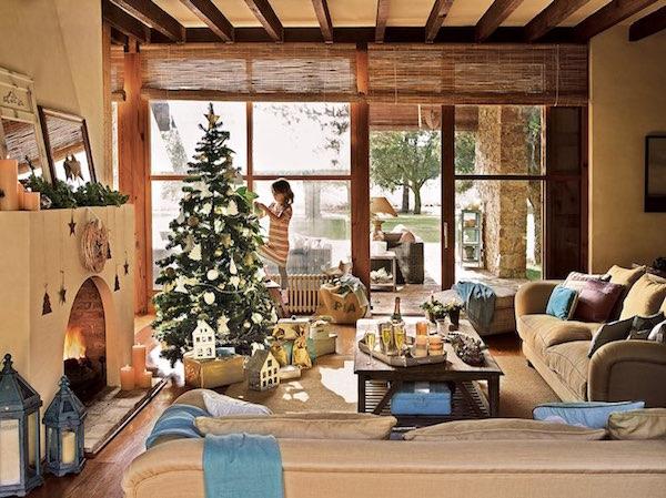 casa rural con encanto navideño-salón-árbol-navidad-blanco