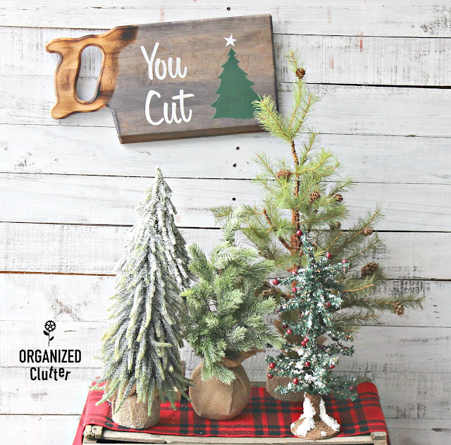 Goodwill Cutting Board Repurposed Christmas Sign #oldsignstencils #stencil #thriftshopmakeover #rusticChristmas
