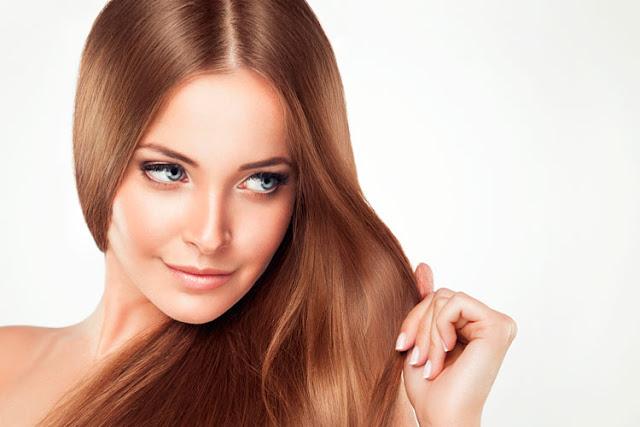 O  que significa ampola é uma pergunta muito frequente para quem ama cuidar do seu cabelo. A ampola hidrata, repões os nutrientes do cabelo, dá força, restaura e dá brilho. Ela é uma ótima opção para quem quer uma hidratação potente e rápida, pois age da raiz até as pontas. A ampola nutritiva é muito importante, pois faz hidratação e mantem o cabelo nutrido, pois assim você vai ter resultado muito bom. Esse tipo de hidratação pode ser feita uma vez por semana ou a cada quinze dias, para sempre manter o cabelo saudável.