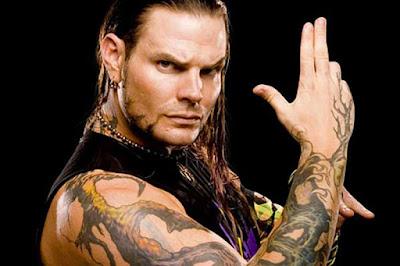 """Biografi Jeff Hardy        Jeffrey Nero """"Jeff"""" Hardy (lahir 31 Agustus 1977) adalah seorang Amerika pegulat profesional, penyanyi-penulis lagu, pelukis dan musisi yang saat ini menandatangani kontrak dengan total Nonstop Action Wrestling (TNA), di mana ia adalah salah satu setengah arus Tag TNA World Team Champions bersama dengan saudaranya Matt. Ia juga dikenal karena waktunya dengan World Wrestling Federation / Hiburan (WWE).   Sebelum mendapatkan menonjol di WWE, Hardy dilakukan untuk Organisasi Modern Ekstrim Grappling Arts (OMEGA), promosi ia berlari dengan saudaranya Matt. Setelah ditandatangani oleh WWE, saudara-saudara bekerja sebagai jobbers, sebelum mendapatkan ketenaran di divisi tim tag, sebagian karena partisipasi mereka dalam Tabel, Tangga, dan Kursi pertandingan. Dengan penambahan Lita, tim kemudian dikenal sebagai Tim Xtreme dan terus meningkat dalam popularitas. Sebagai tim tag pegulat, Hardy adalah delapan kali Tag Team Champion (enam Dunia Tag Team Championships, satu WCW Tag Team Championship, dan satu TNA Dunia Tag Team Championship) -. semua dengan saudaranya Matt   Hardy juga telah mengalami sukses sebagai pegulat single, karena ia adalah juara dunia enam kali, setelah memegang WWE Championship sekali, World Heavyweight Championship dua kali dan TNA World Heavyweight Championship tiga kali. Dia juga memegang WWE Intercontinental Championship empat"""