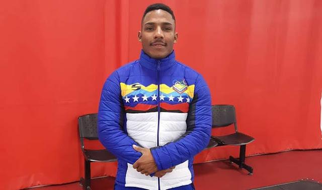 PESAS:  El pesista venezolano Julio Mayora, estableció un nuevo récord panamericano en Perú.