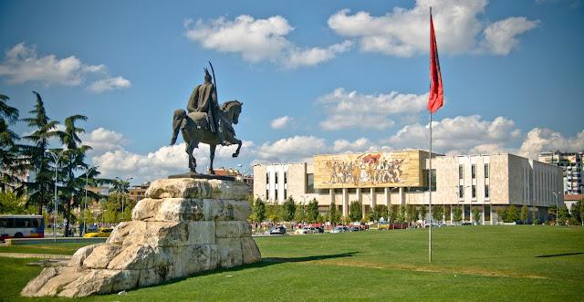 السياحة في تيرانا ألبانيا