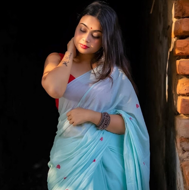 Indian Model Latest Hot Pics In Saree Navel Queens