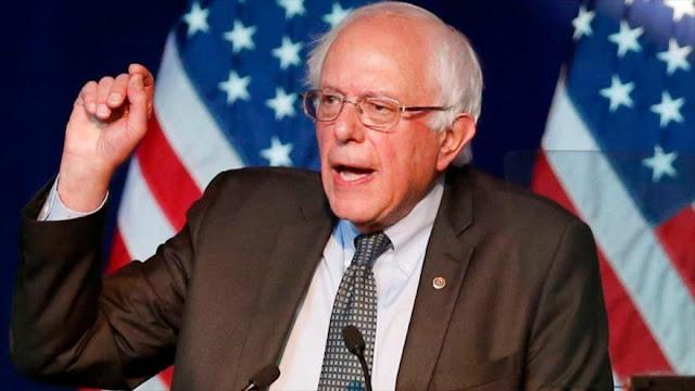 """Sanders arremete contra Trump por nombrar al """"racista"""" Bannon"""