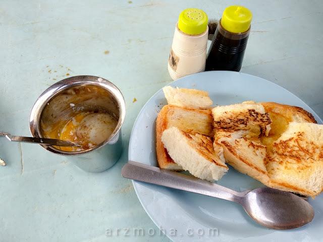 roti bakar telur setengah masak, roti bakar gemas road, roti canai gemas road, tempat makan pagi di penang,