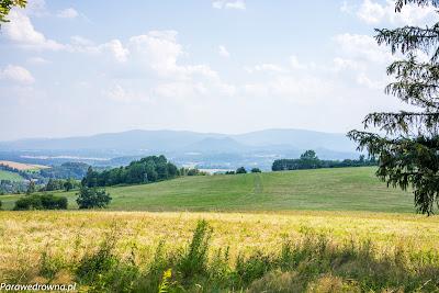 Północny skraj Chrośnickich Łąk, widoczne Góry Sokole i Karkonosze