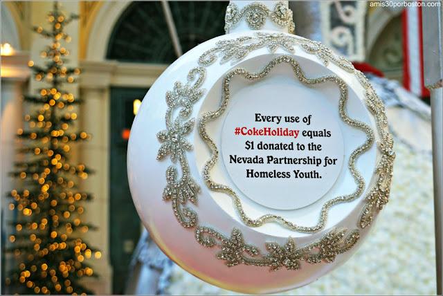 Holiday Glamour 2017 del Hotel Bellagio: Bola de Navidad de las Donaciones