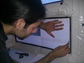 Fénymásolópapír az ablakon