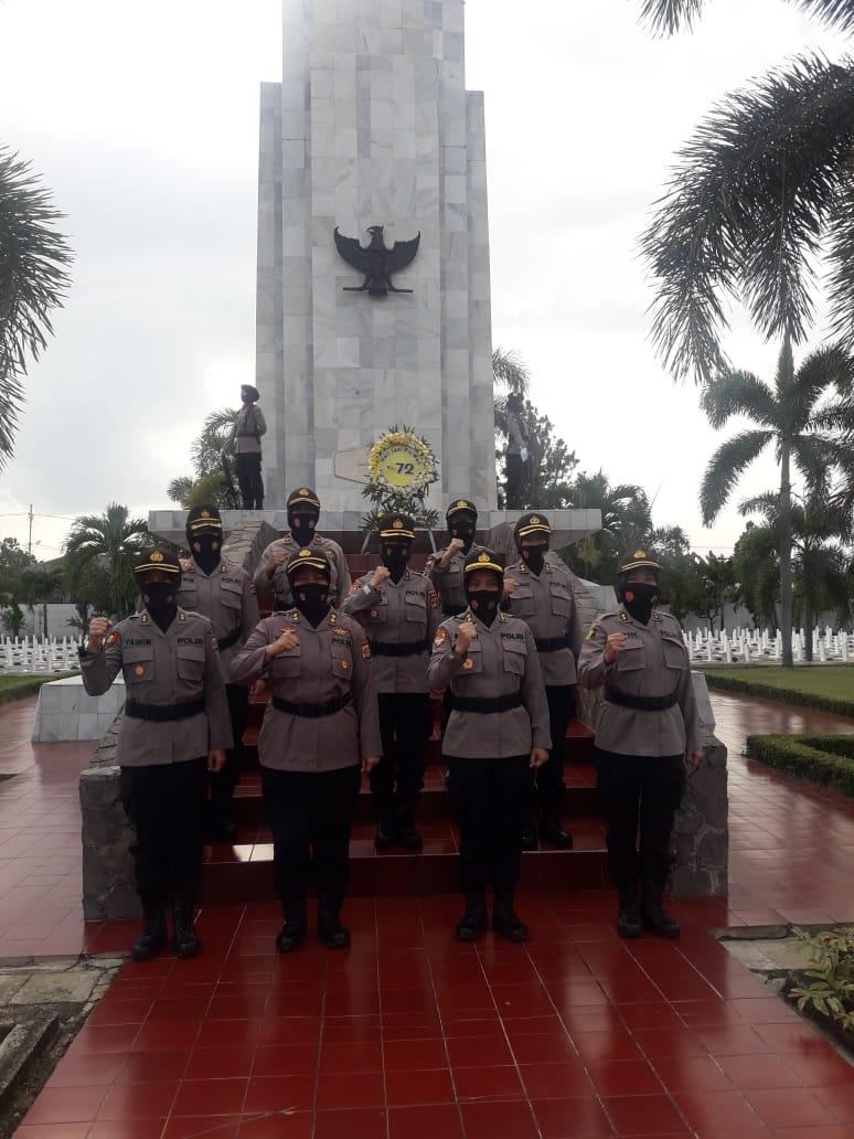 Sambut Hari Jadi Polwan Ke-72, Polwan Polda Lampung Upacara Ziarah dan Tabur Bunga di TMP Jl. Teuku Umar Kedaton Bandarlampung