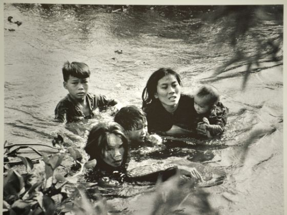 50 Pulitzer Prize-Winning Photographs From The Last 50 Years ~ Damn
