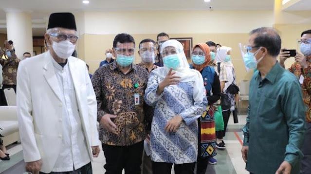 Warga Jawa Timur Khawatir Vaksin Covid-19 Tidak Halal