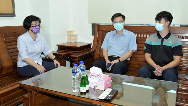 喬友大樓火警受傷消防員出院 王惠美慰問加油打氣
