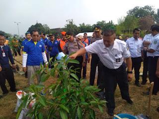 Peringati Hari Pohon Sedunia PT KAI Daop 3 Tanam 122 Pohon Keras Dan Berbuah