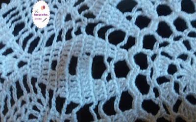 Toalha de mesas feito com alinha clea de crochê