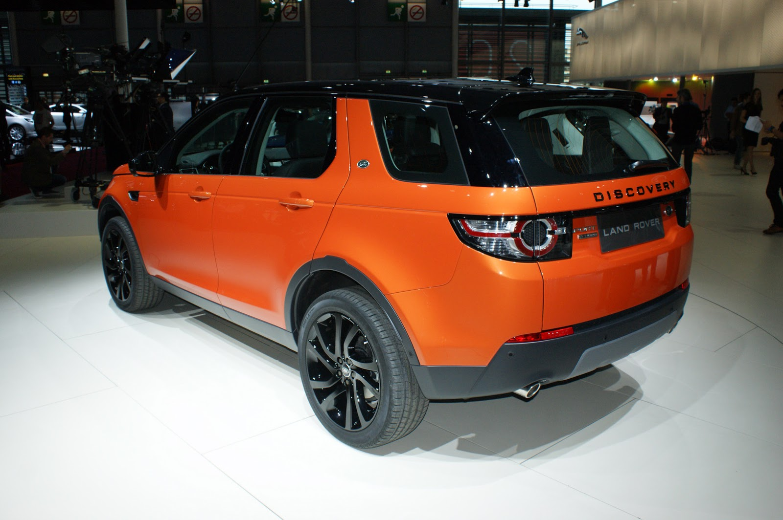 Range Rover Long Wheelbase >> New Land Rover Discovery Sport Gets Colorful in Paris