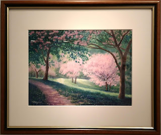 水彩画 小径に沿って咲き誇る桜並木の絵です。香りの小径 水彩画 中野瑞枝